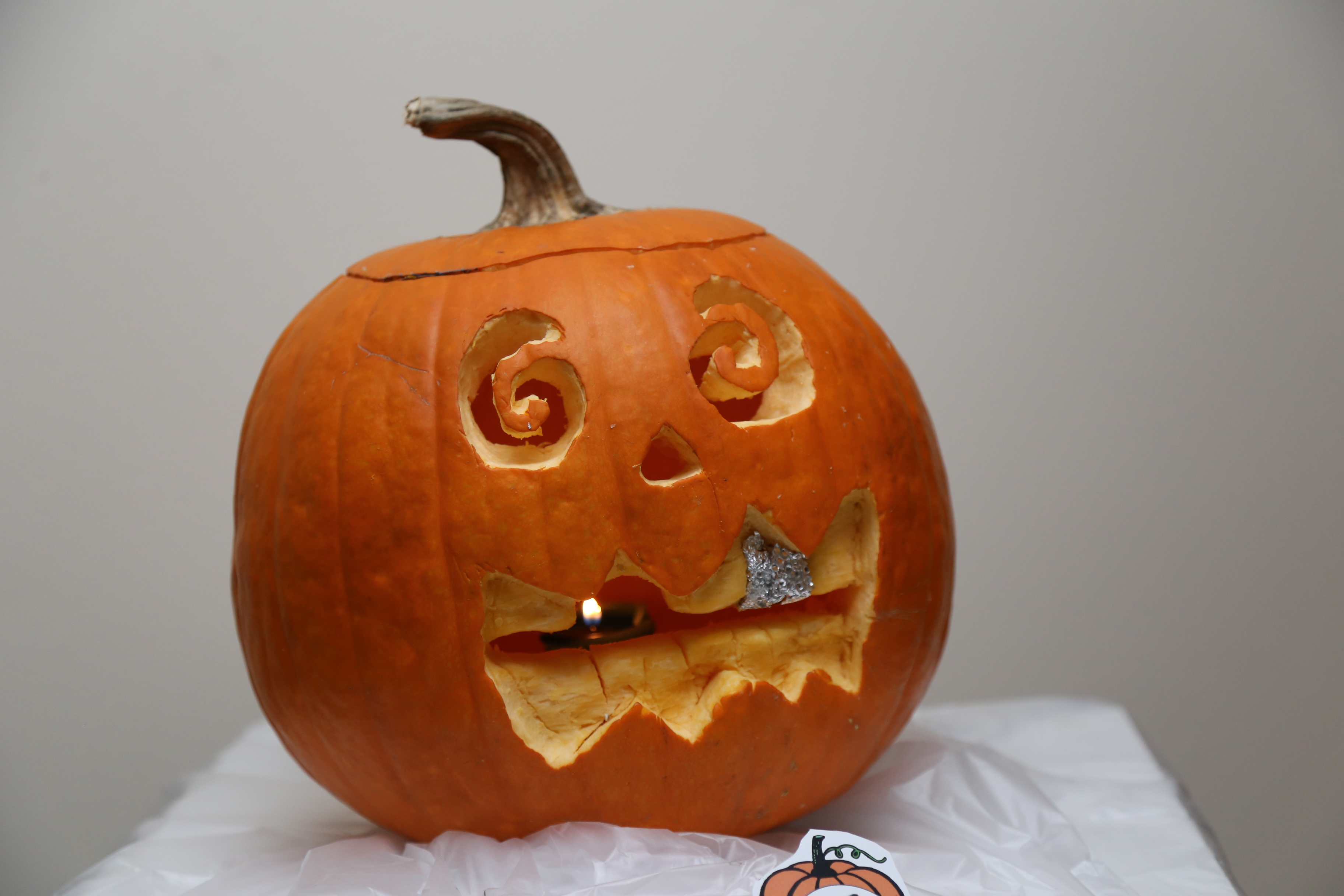 Jack o' Lantern with gold tooth
