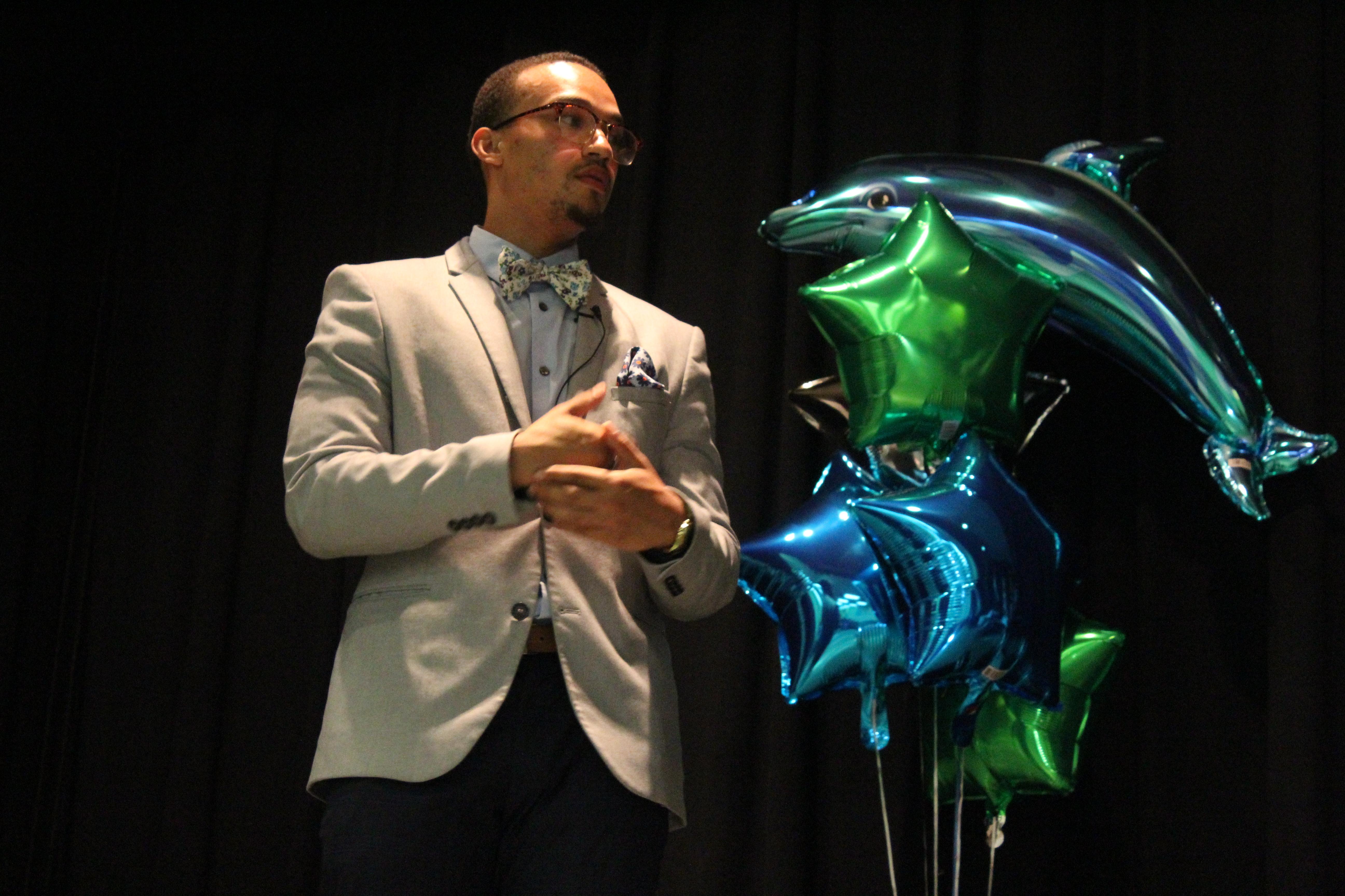 DeRonte Craig Presents at Dolphin Tank